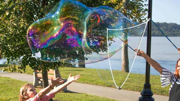Tottenham Independent: What's not to love about bubbles? Credit: Etsy / BubblePalooza