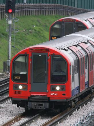 Victoria line partly suspended