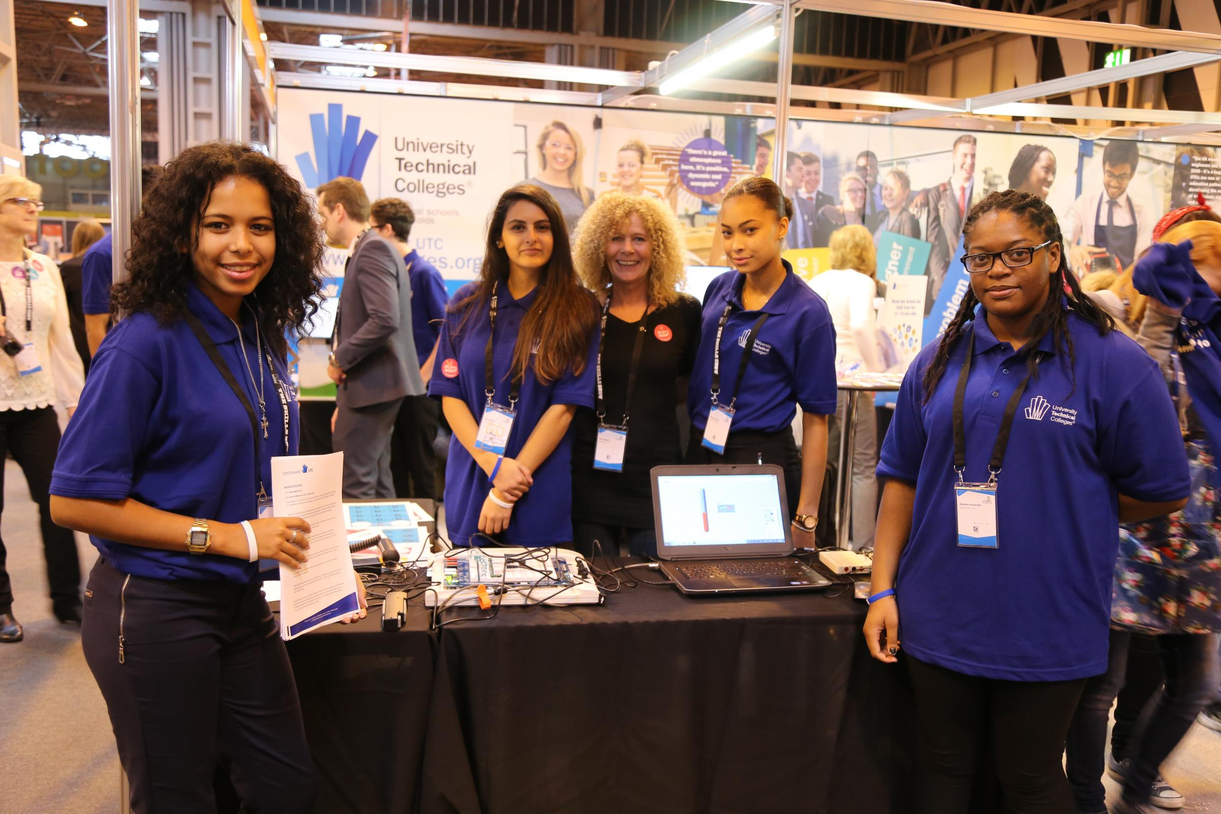 Spurs college students show skills at careers fair