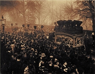 Mourning: thousands of people lined the street in 1909 to pay tribute to those who died