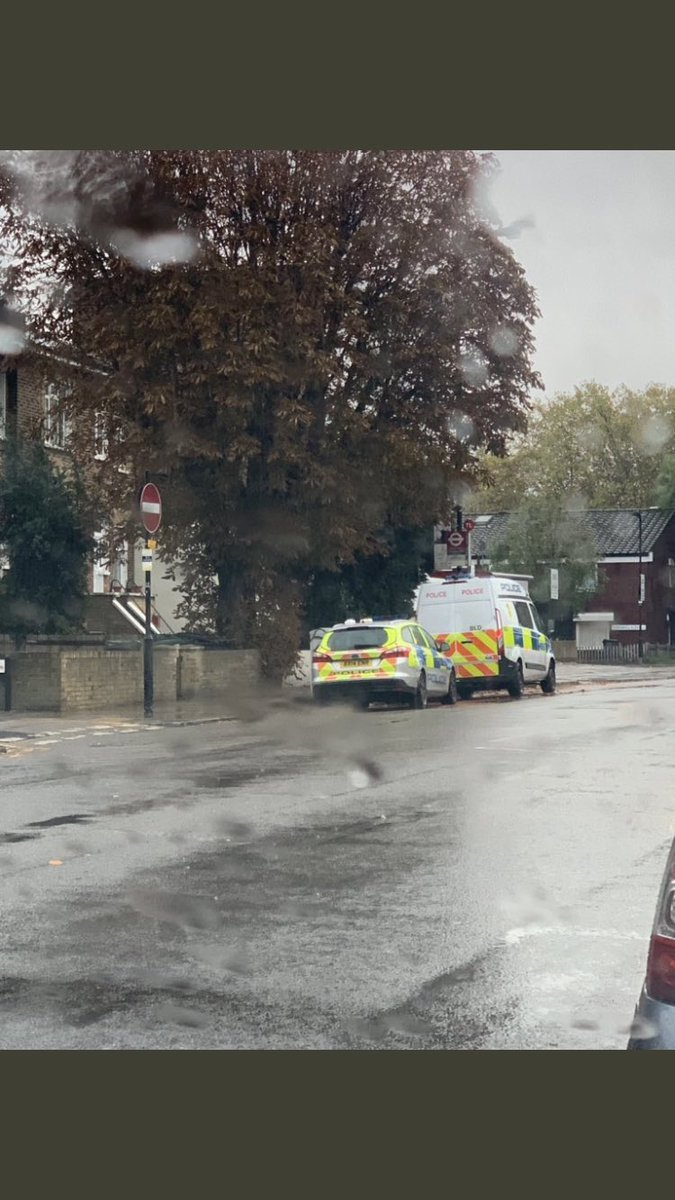 Disturbance in Grove Road. Pic credit to @999London