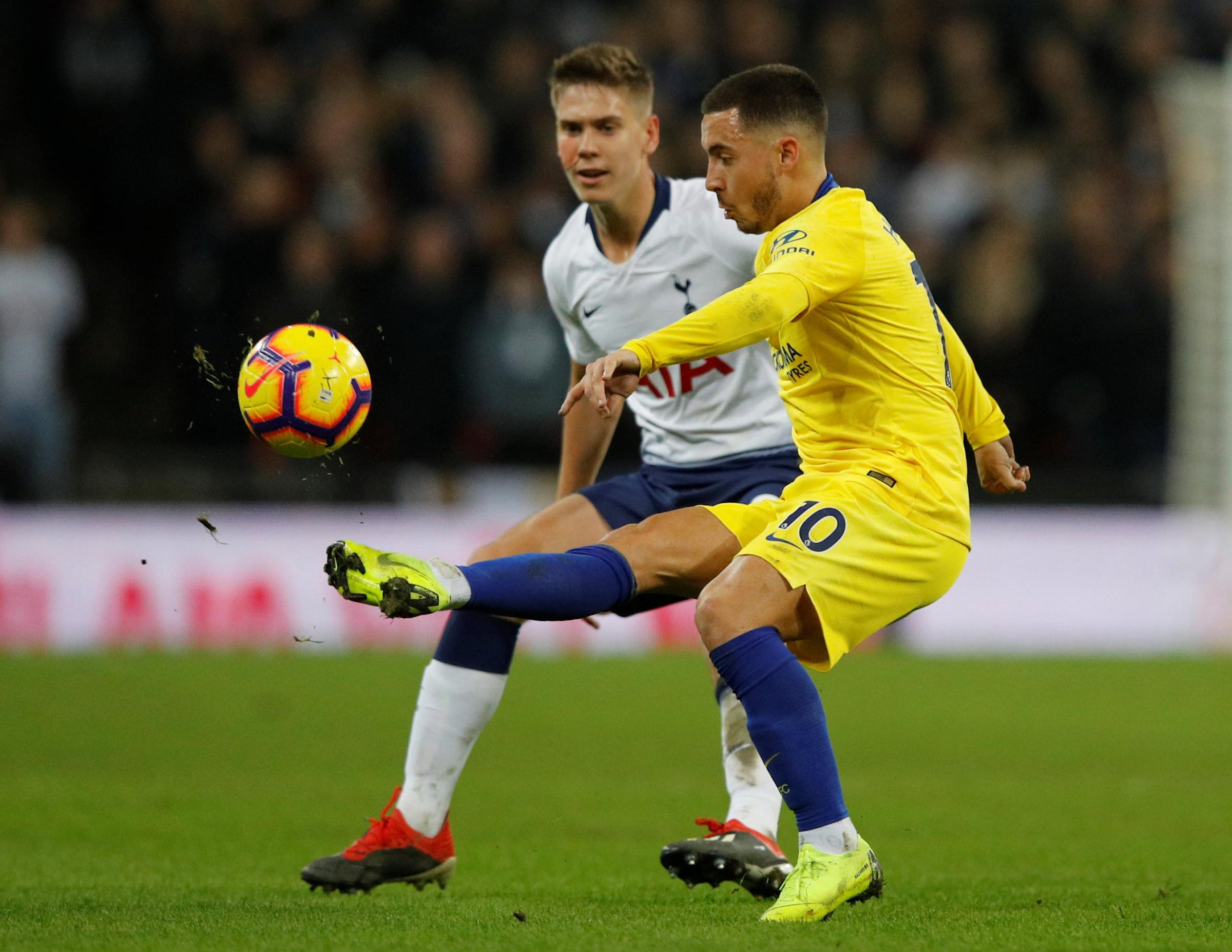 Juan Foyth keeps a close eye on Eden Hazard during Saturday's win over Chelsea. Picture: Action Images